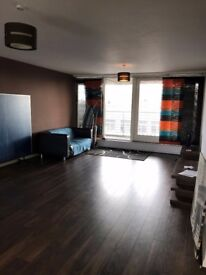 Spacious Double Room to Rent, Penthouse Apartment, Glasgow City