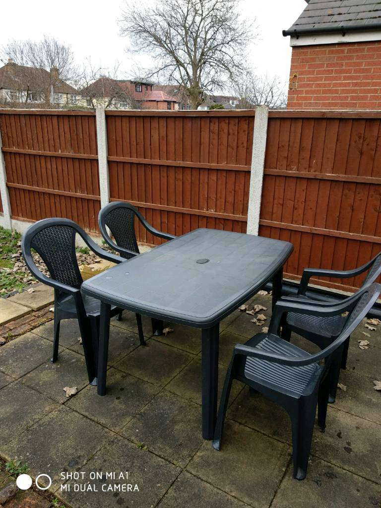 Garden table with 4 chairs green