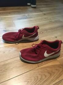 MENS RED NIKE ROCHE TRAINERS