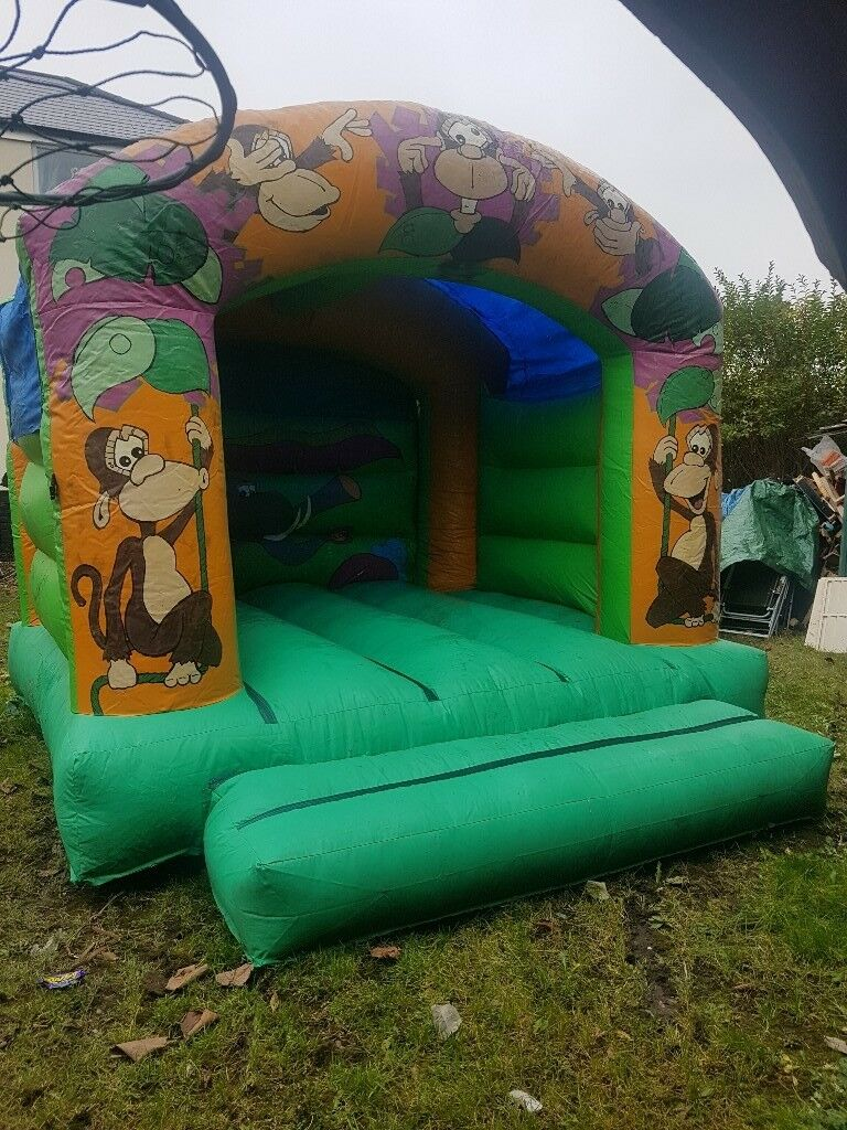 10ft by 10ft bouncy castle and gibson blower