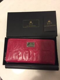 Tommy & Kate purse **brand new and in box**