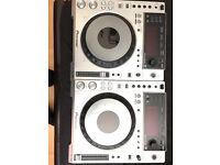 2x CDJ 850 pioneer decks + Pioneer DJM 800 + flight case for mixer