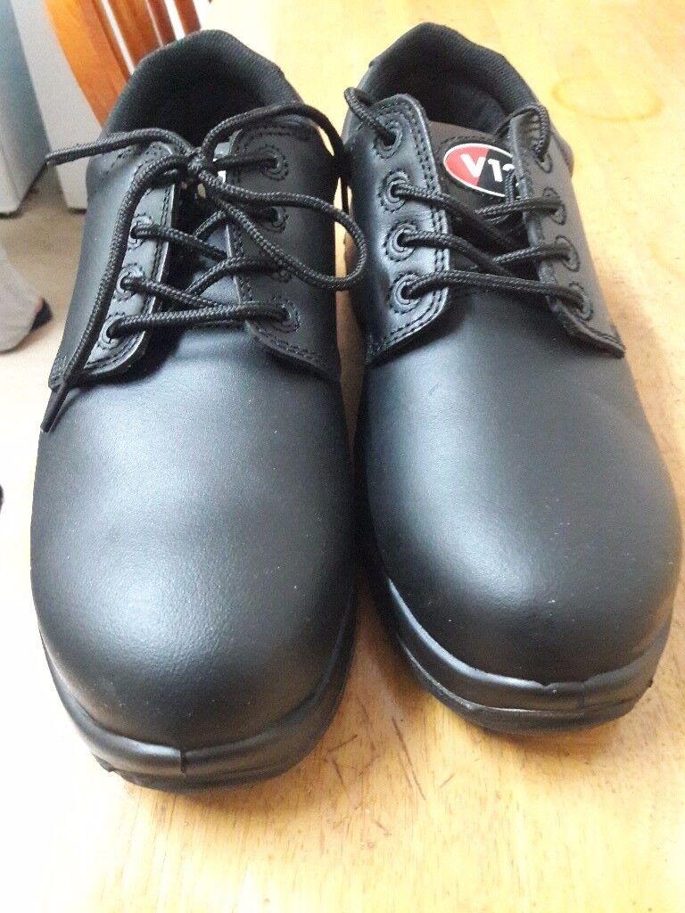 Men boots black colour