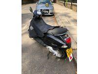 Black Piaggio Vespa lx 125 2005 in great condition