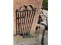 Free metal gate