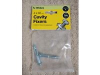 2 x 40mm cavity fixers