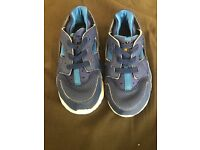 Infant boys trainers size 8