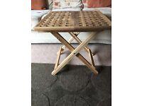 folding table (49X49cm)