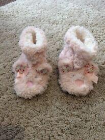 M & S girls slipper boots size 6