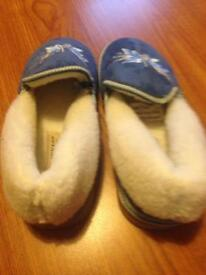 Lady's Dunlop slippers 9