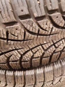 4 pneus d'hiver 215/65/16 Pirelli Winter Carving Edge