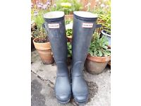 Used Navy ladies Hunter wellies no longer waterproof size 5