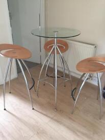 Lyra stools and table