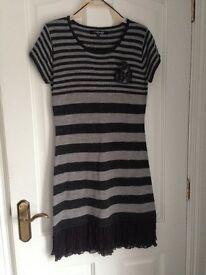 Mystify Grey striped a jumper Dress - size M