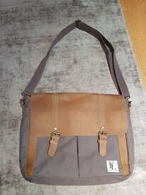 Forbes & Lewis Men's 'Wiltshire' Messenger Canvas Bag (Tan) - NEW