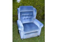 CAN DELIVER - BLUE FABRIC SINGLE MOTOR RISE RECLINER CHAIR IN VERY GOOD CONDITION
