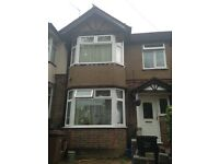 Large Double Room Available to Rent in a Shared House between Airport & Town Centre