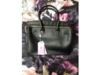 Michaels Kors hangbag. Black. Brand new