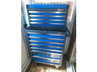Nearly new six drawer tool chest and seven drawer roll cab