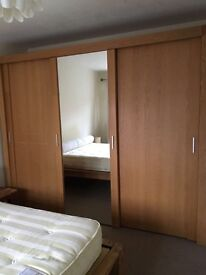 Available to take today!!! Beautiful 3 door solid oak wardrobe (Hopewells)