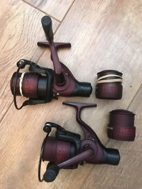 2 x drennan red range fishing reels