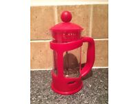 RED CAFETIERE / FRENCH PRESS. COFFEE MAKER. MAKE FRESH COFFEE £5 ONO. OFFERS ACCEPTED