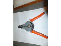 ELECTRICAL CABLE STRIPPER - HAND TOOL