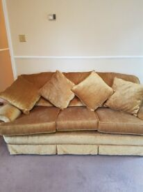3 seater settee. Imaculate condition. Extremely comfortable and well made sofa.