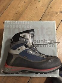 3 season mountaineering boots size Uk 8