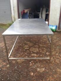 XL STAINLESS STEEL LAUNDRY TABLE