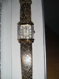 A BEAUTIFUL BRAND NEW LADIES QUARTZ WATCH WITH A MOTHER OF PEARL FACE & DIAMONIQUE STONES