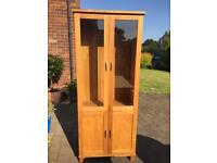 Oak display cabinet- excellent condition