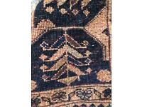 Beautiful old Persian rug hand knotted