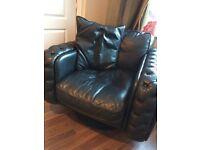black swivel comfy chair
