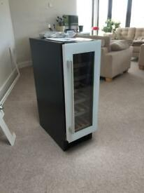 Electric wine cooler cabinet fitted under counter