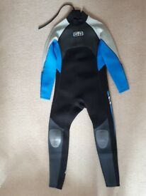 """Youths Large Wetsuit 35"""" Chest New unused from The Wetsuit factory Liskeard Full Length Suit."""