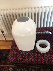 Tommee Tippee nappy bin & cartridge of nappy bin liners