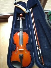 Primavera 100 1/2 sized Violin with shoulder rest in excellent condition. 6 Months Use.