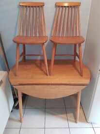 Solid pine collapsable dining table and 2 chairs
