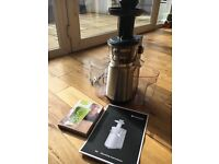Hotpoint Slow Juicer with Jason Vale 5:2 Juice Diet recipe book