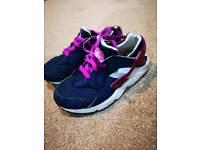 Nike hurache kids trainers size UK 11