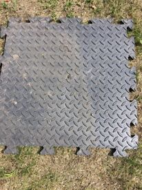 Rubber floor mats 18 inch square