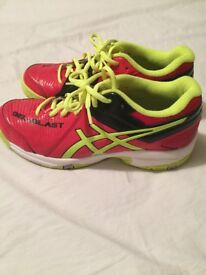 Nearly New Asics Kids Gel Blast court shoes size UK 3.5 only used once excellent condition