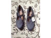 Ladies shoes size 5/38 (New)