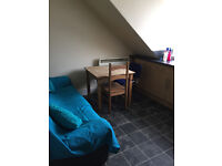 2 bed flat part furnished close uni/college
