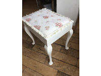 SUPER VINTAGE SHABBY CHIC PIANO STOOL COMPLETE WITH OLD MUSIC BENEATH THE SEAT