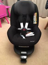 Maxi cosi isofix base and child seat