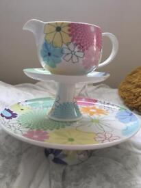 Crazy daisy cake stands and jug