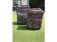 Two matching IT suitcases 'worlds lightest'