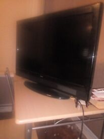 """32"""" led tv in black with remote control vgc"""